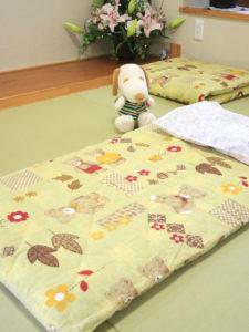 畳スペースにある布団でお子様のお昼寝もできます